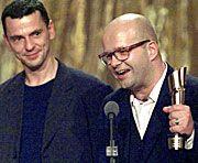 Christian Petzold mit Produzent Florian Kärner bei der Siegerehrung des Deutschen Filmpreises 2001