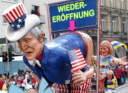 Rosenmontag in Mainz: Das Bush-Motiv erhitzte die Gemüter im Vorfeld des Bush-Besuchs