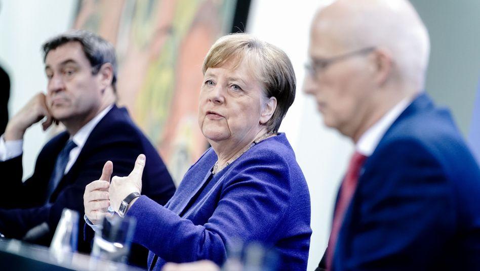 Bayerns Ministerpräsident Markus Söder, Kanzlerin Angela Merkel, Hamburgs Erster Bürgermeister Peter Tschentscher (Archivfoto vom 30. April)