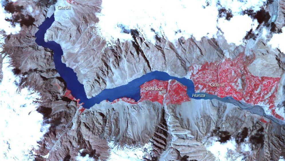 Pakistan: Erdrutsch verwandelt Fluss in See