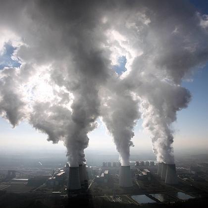 Braunkohlekraftwerk (in Jaenschwalde, 2006): Weltweiter Anstieg der Treibhausgasemissionen