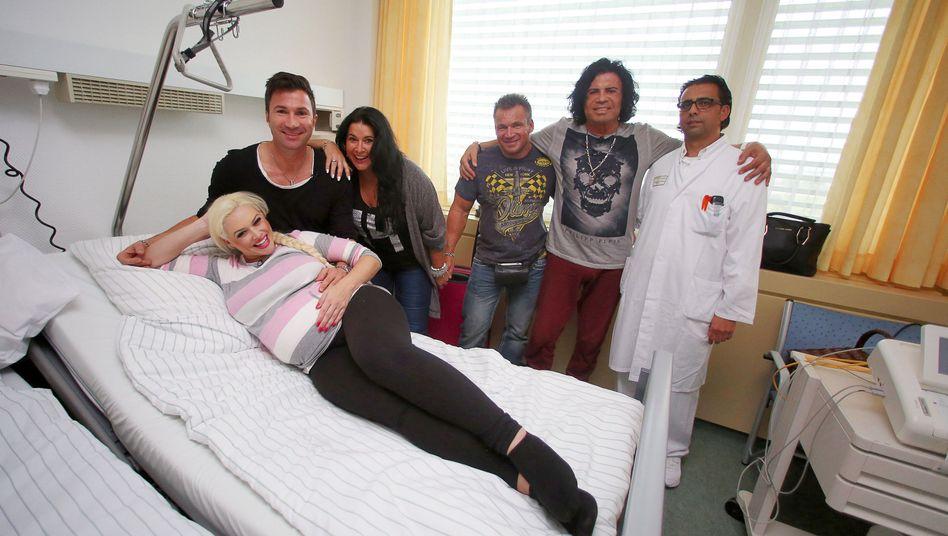 Katzenberger mit Freund und Familie im Krankenhaus: Die Tochter ist da