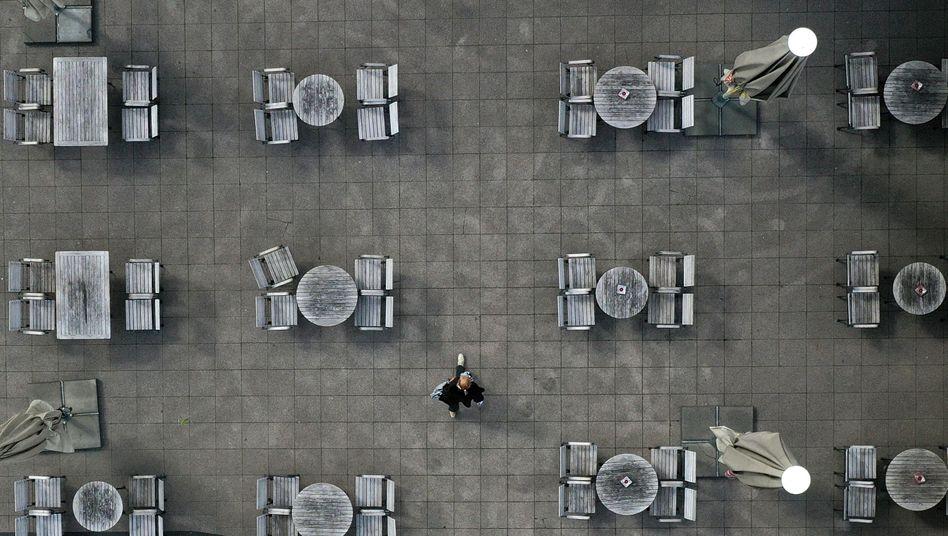 """Außengastronomie in Essen (Symbolbild): """"Die wirtschaftliche Erholung hängt nicht davon ab, ob ich mir um 23 Uhr noch zwei Bier bestellen kann"""""""