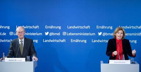 Julia Klöckner stellt mit Ex-Minister Jochen Borchert (CDU) die Machbarkeitsstudie der sogenannten Borchert-Kommission vor