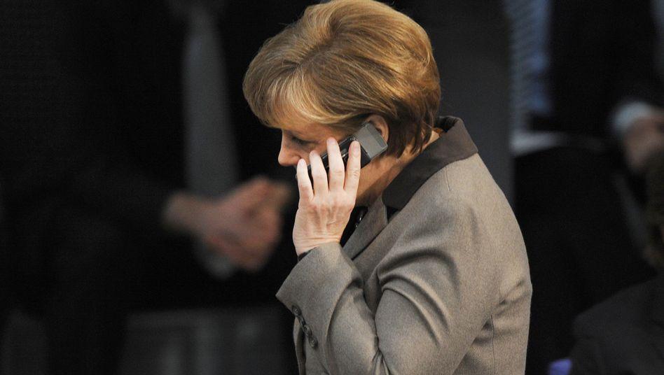 "Bundeskanzlerin Angela Merkel (CDU): ""Ja, eine Art Knacken."""