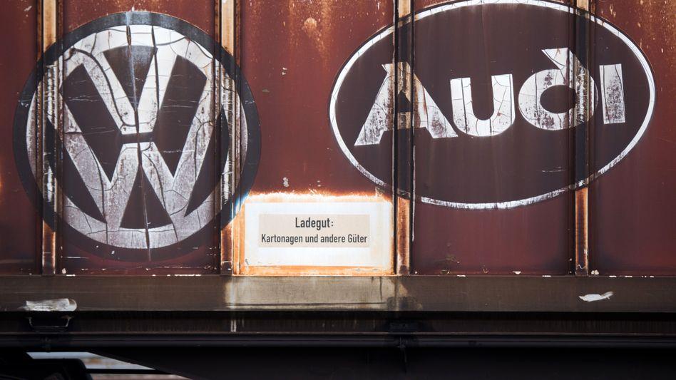 Logos von Audi und VW