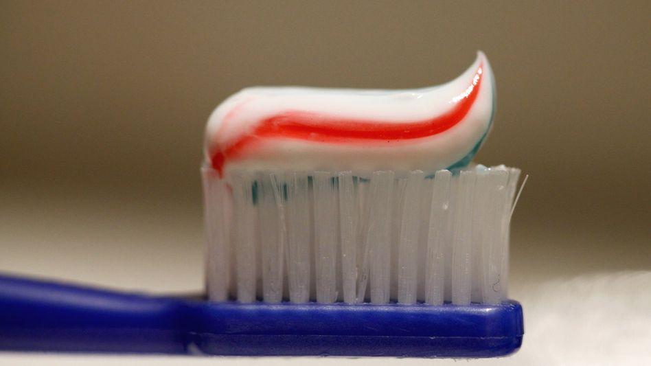 Zahnpasta: Auch sie kann Triclosan enthalten