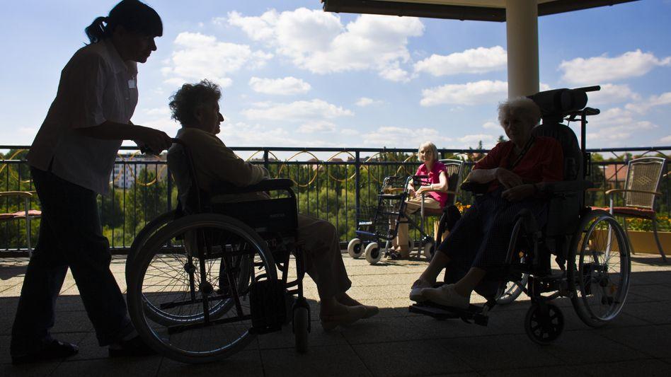 Pflegerin in einem Seniorenheim: Überdurchschnittliche Gehaltssteigerung ausgeblieben