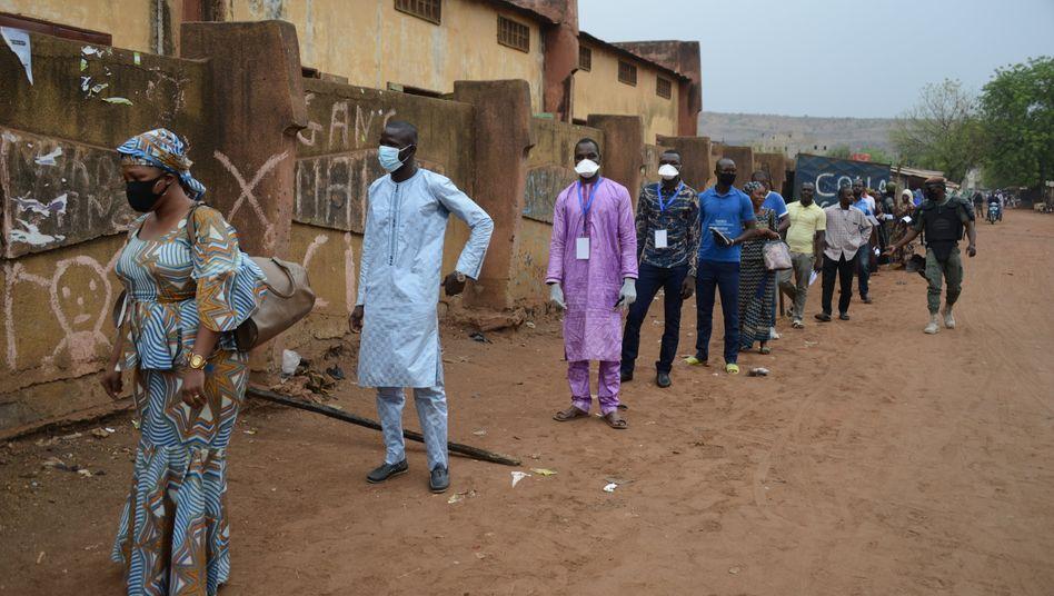 Stimmabgabe auf Abstand: Ende März wurde in Mali gewählt