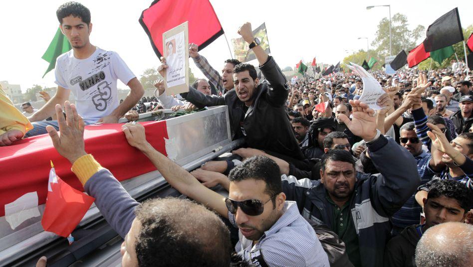 Bahrain: Tausende verwandeln Trauerfeier in Massenprotest