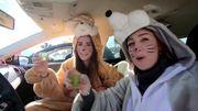 Kölner Jecken feiern im Auto