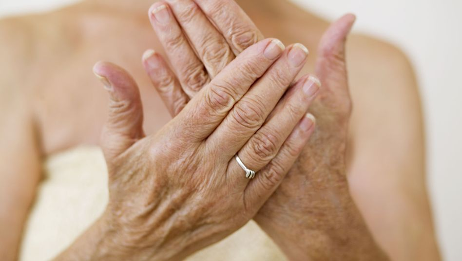 Die Patientin vermutet eine neue Feuchtigkeitslotion als Ursache ihrer Probleme (Symbolbild)