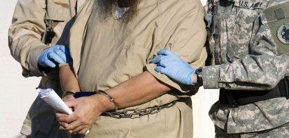 Gefangener in Guantanamo: CIA-Agenten, die Terrorverdächtige gefoltert haben, sollen nach dem Willen Obamas straffrei bleiben