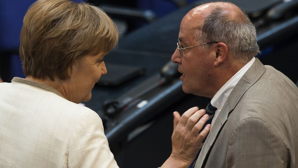 Kanzlerin Merkel (CDU), Linke-Fraktionschef Gysi im Bundestag: Protestschreiben