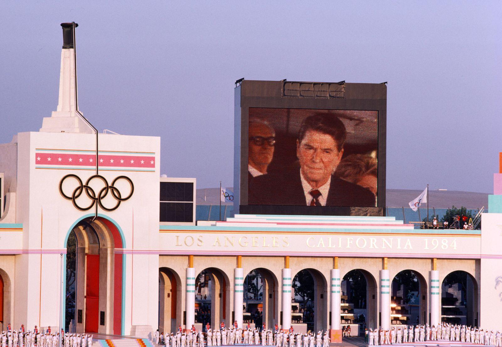 Eröffnung der Oympischen Spieel 1984 im Los Angeles Memorial Coliseum nach dem Boykott der Olympisch