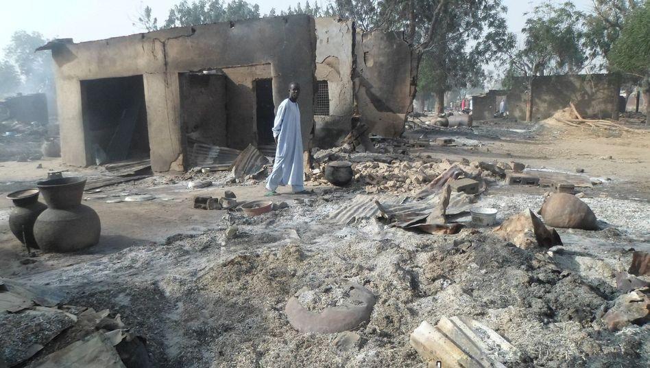 Niedergebranntes Dorf Dalori: Auch Alte und Kinder unter den Toten