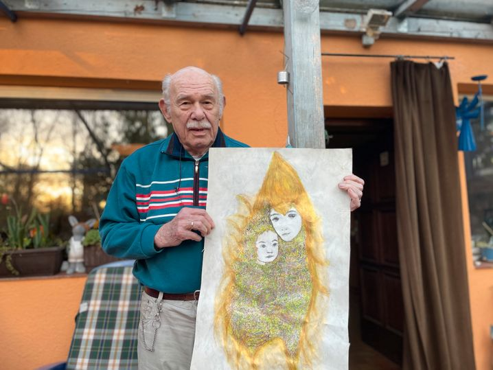 Langner mit einem seiner Kunstwerke: Dieses hat er mit Kugelschreibern gezeichnet