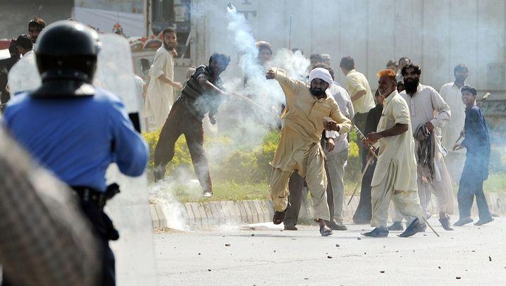 Neue Proteste in Pakistan: Brennende Flaggen, großer Zorn