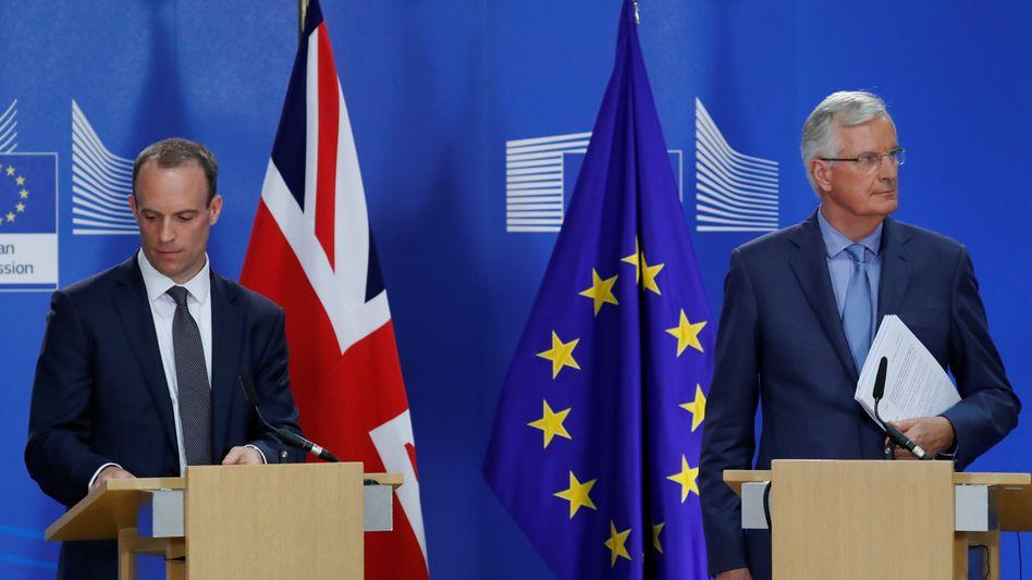 Dominic Raab und Michel Barnier in Brüssel