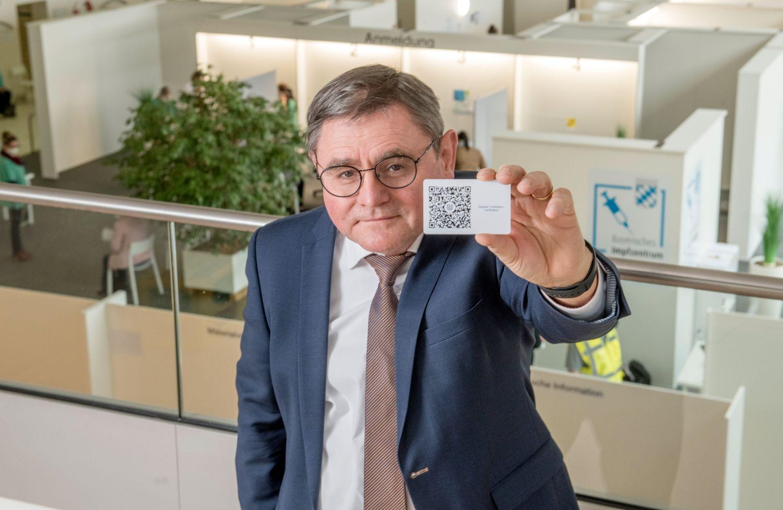 Landrat Erwin Schneider, Thema:digitaler Impfausweis, Altoetting, Maerz 2021