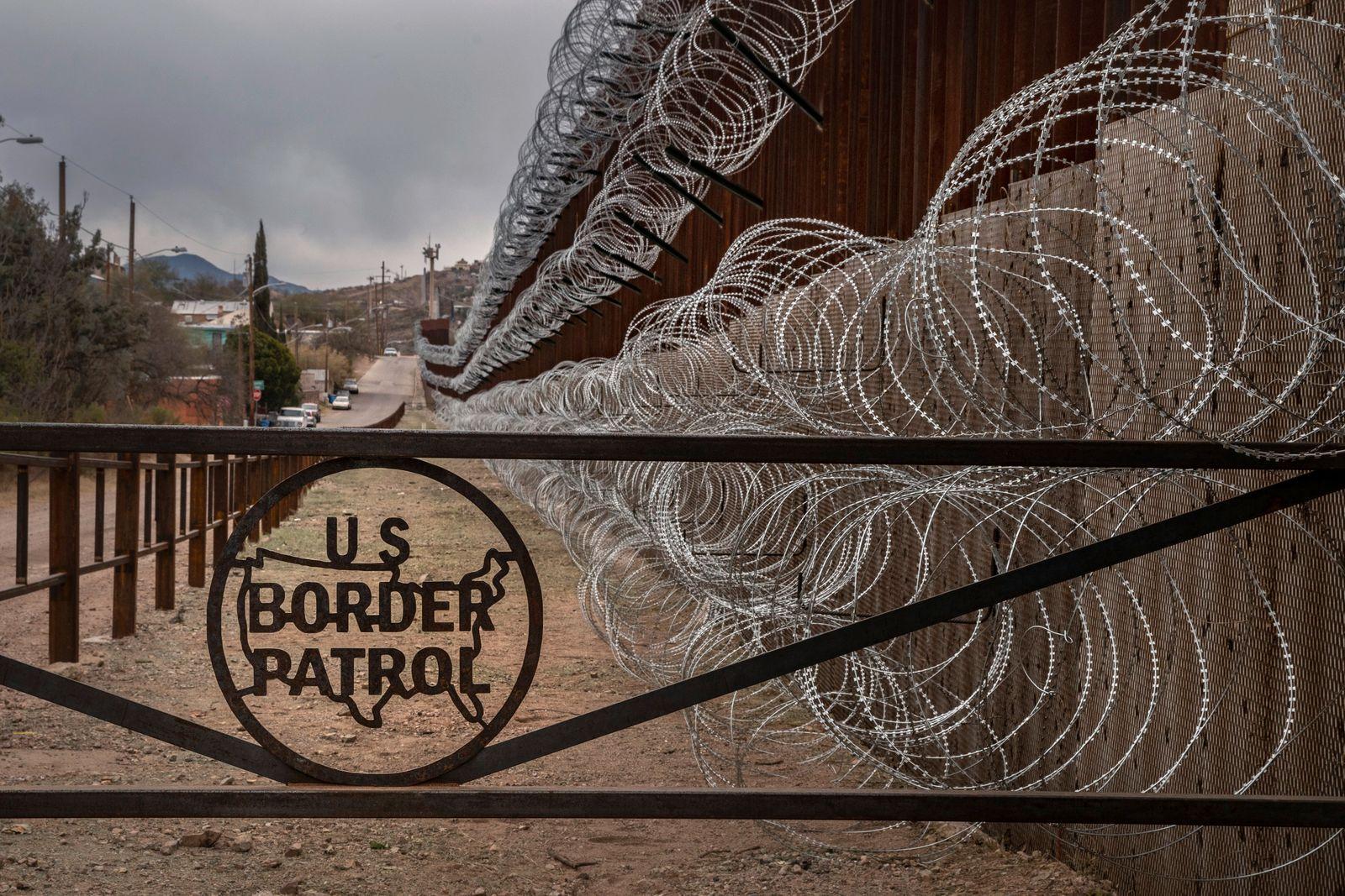 US-MEXICO-BORDER-FENCE