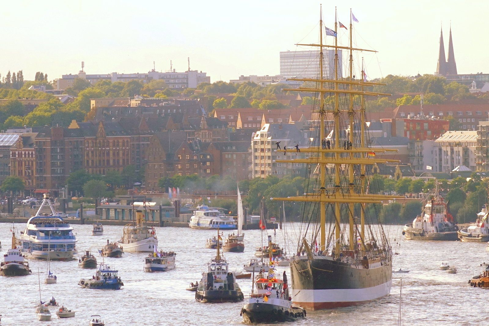 "Arrival of sailing ship ""Peking"" in Hamburg"