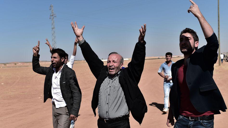 Verzweiflung: Kurden an der türkisch-syrischen Grenze