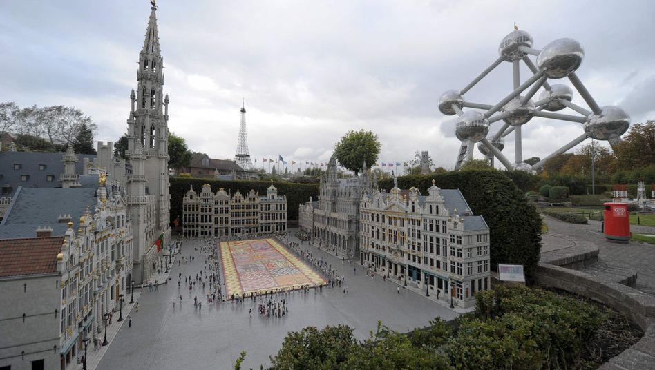 A miniature reproduction of Brussels' Grand Place can be seen at the Mini-Europe park.