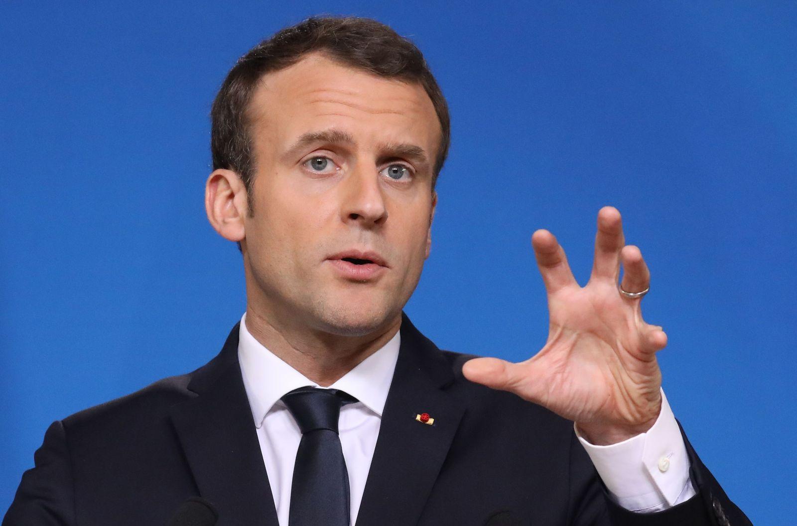 Öffentlich Rechtlich/ Macron