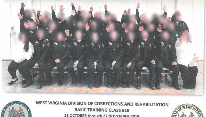 Hitlergruß auf dem Gruppenfoto: 30 angehende Gefängniswärter sind in West Virginia entlassen worden