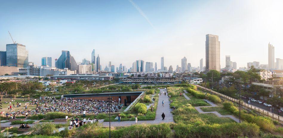 Der Centenary Park in Bangkok ist eine von wenigen großen Grünflächen in der Multimillionenstadt Bangkok. Er kann vier Millionen Liter Wasser speichern