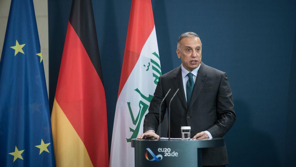 Premier Kasimi bei der Pressekonferenz mit Angela Merkel in Berlin: Säkularer Jurist mit wechselhafter Biografie