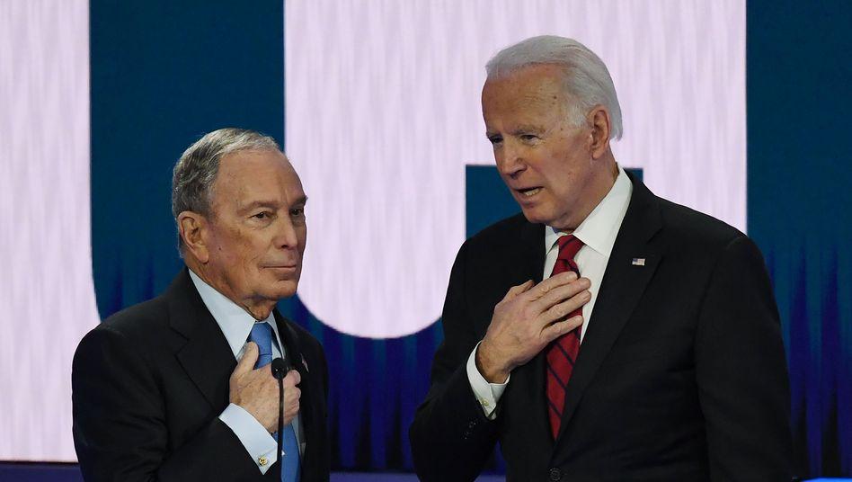 Michael Bloomberg unterstützt künftig Joe Biden (r.)