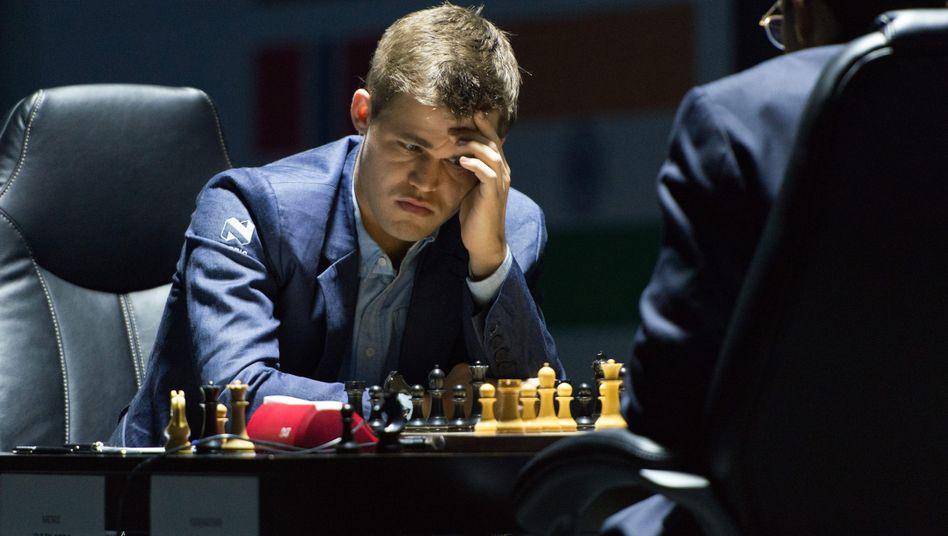 Schach-Weltmeister Carlsen: Remis gegen Anand im achten Spiel