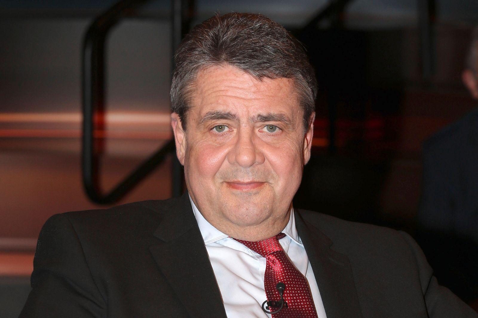 Sigmar Gabriel bei der Aufzeichnung der ZDF-Talkshow Markus Lanz im Fernsehmacher Studio auf dem Phoenixhof. Hamburg, 0