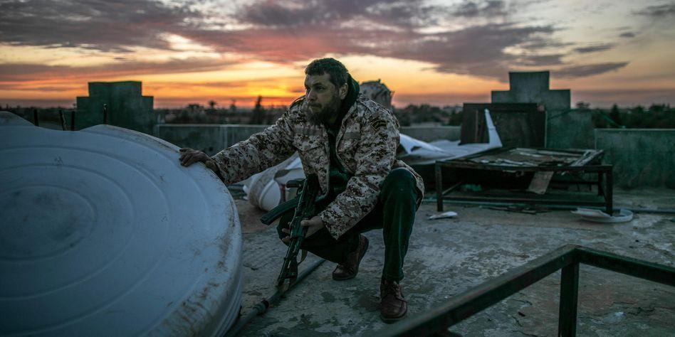 """Kämpfer der international anerkannten Regierung an der Kriegsfront in Tripolis: """"Das Waffenembargo ist zu einem Witz geworden"""""""