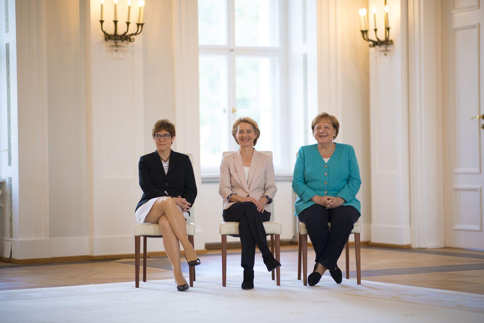 EINMALIGE VERWENDUNG PLUS DER SPIEGEL 30/2019 S. 6 Leitartikel Merkel von der Leyen Kramp-Karrenbauer