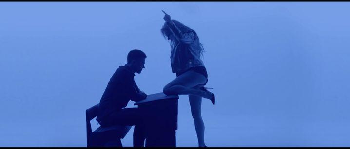Screenshot aus dem Musikvideo von Alisa Vox