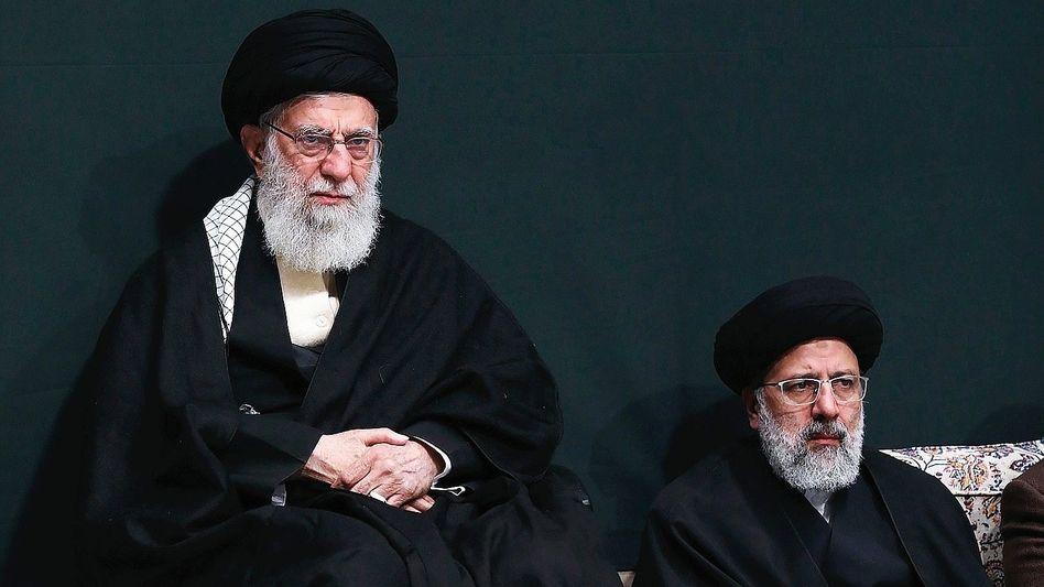 Religionsführer Khamenei, Justizchef Raisi: Eher Befehlsempfänger als Volkstribun