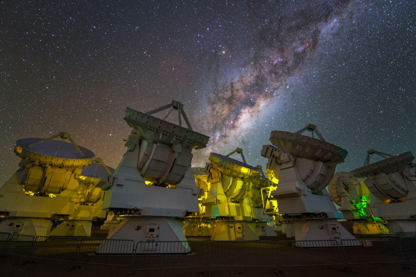EINMALIGE VERWENDUNG Unique Organic Molecule Found in Space
