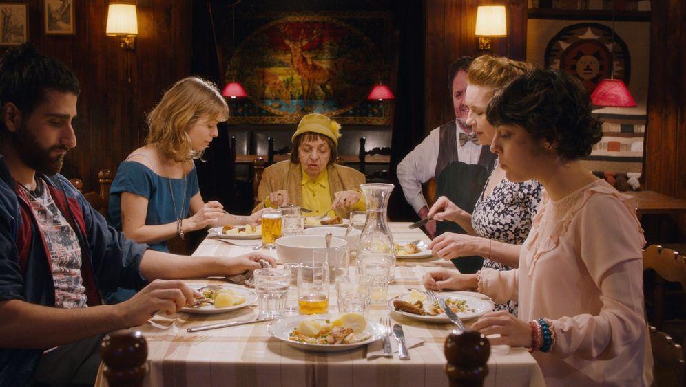 "Web-Serie ""Straight Family"": Familienfest mit Drachen"