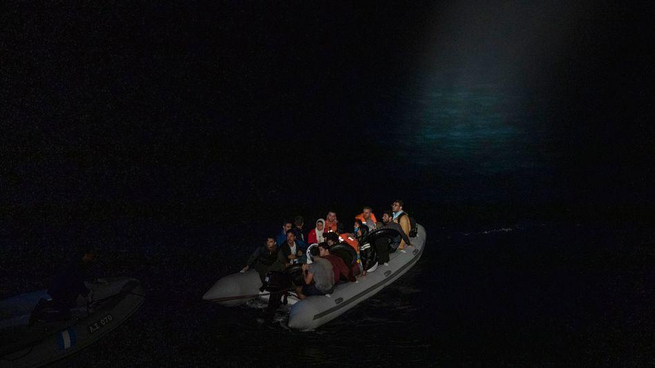 Flüchtlingsboot in der Ägäis