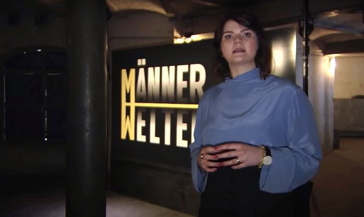 Autorin und Moderatorin Sophie Passmann führt durch die Spezialsendung »Männerwelten«