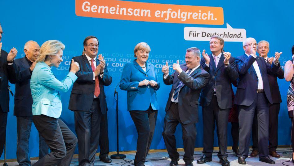 Kanzlerin Merkel mit den ihren: Wer hilft bei der Kanzlerwahl?