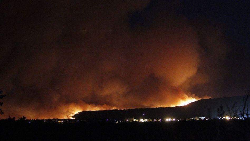 Buschfeuer in der Nähe des Atomlabors Los Alamos: Rauch bis Santa Fe zu sehen