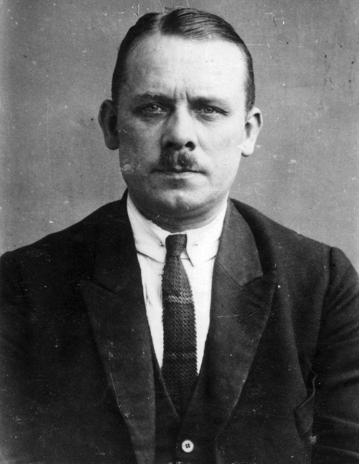 Foto des Massenmoerders Fritz Haarmann, aufgenommen von der hannoverschen Polizei am Tag seiner Festnahme 1924