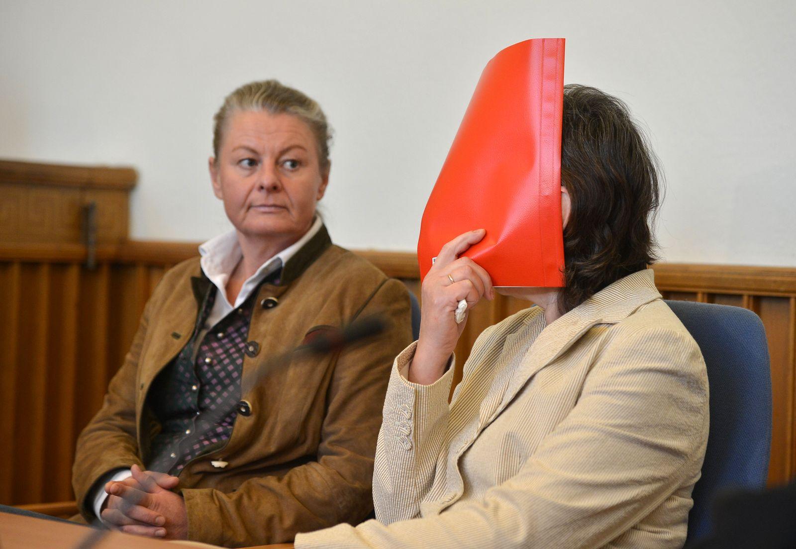 NICHT VERWENDEN Großmutter wegen Totschlags der Enkelin vor Gericht