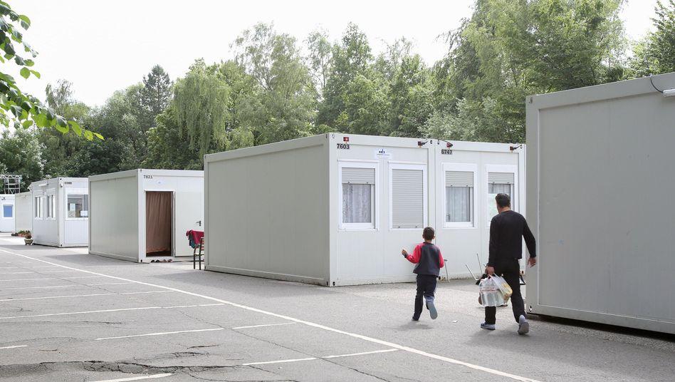 Wohncontainer in Hamburg-Eimsbüttel: Mehr Flüchtlingsunterkünfte gebraucht