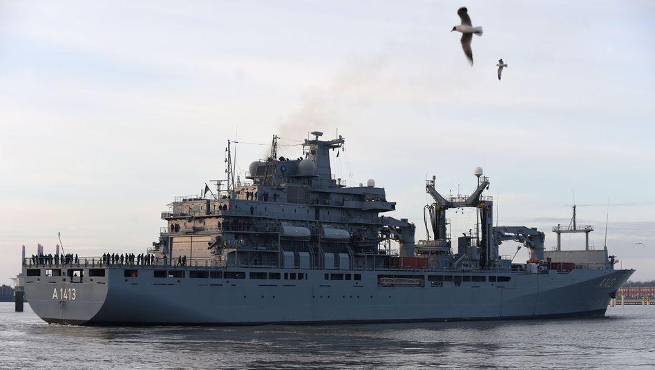 """Einsatzgruppenversorger """"Bonn"""" läuft in Wilhelmshaven aus"""