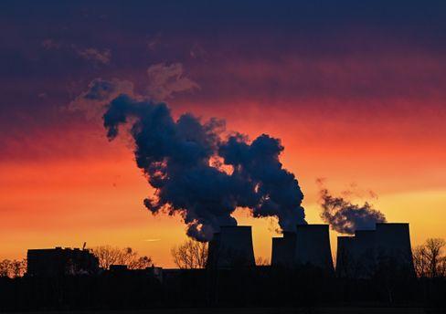 Kühltürme eines Braunkohlekraftwerks in Brandenburg